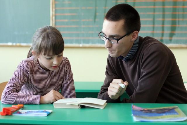 Podczas tzw. godzin karcianych nauczyciele prowadzą zajęcia wyrównawcze lub kółka zainteresowań