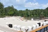 Piękna plaża z piaskiem z Bałtyku w Częstochowie. Jest jest w parku Lisiniec. To hit na lato. Można się tam poczuć jak nad morzem ZDJĘCIA