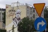 """""""I jak tu żyć bez Głowy?"""" - w Łodzi powstał mural pamięci pisarza i scenarzysty Janusza Głowackiego"""