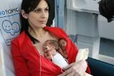 Przytulanie ratuje życie. Nowy fotel do kangurowania dla wcześniaków w szpitalu w Rudzie Śląskiej