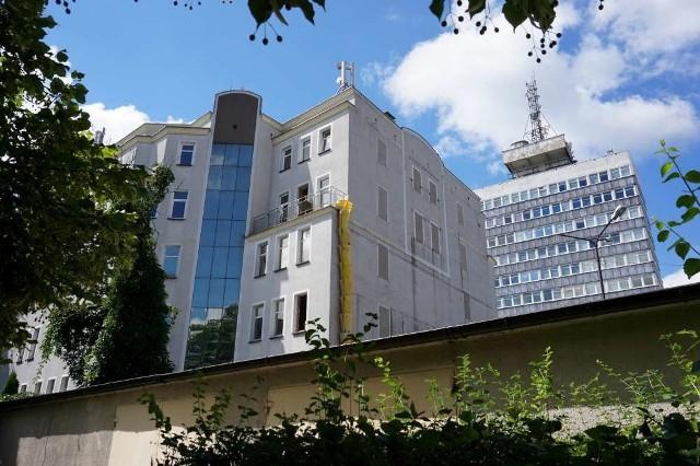 Na Piekarach hotel i mural jak ze Śródki
