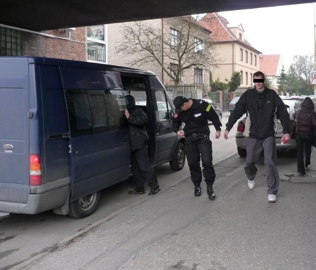 Piotr S. na sprawę dowożony jest z zakładu karnego w Goleniowie, gdzie siedzi w areszcie od końca września ubiegłego roku.