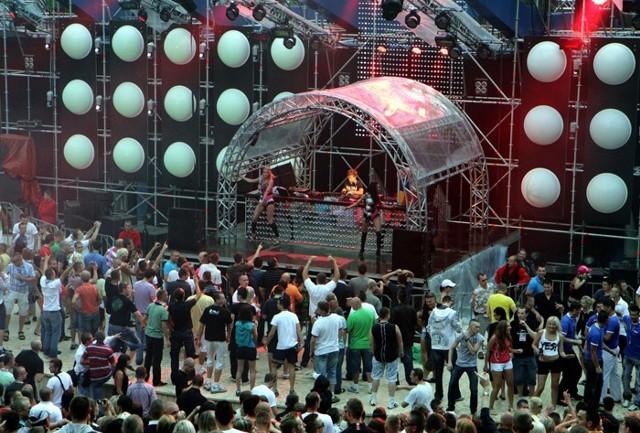 """Sunrise Festiwal w Kołobrzegu w ubiegłym roku był wyjątkowo """"mokry"""""""