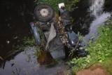 Śmiertelny wypadek motocyklisty koło Niewierszyna. Motocyklista wpadł do rzeki Czarna