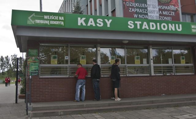 Kasy stadionu przy ul. Oporowskiej, czynne w dni powszednie w godz. 10-18, w soboty w godz. 10-15, a w dniu meczu od godz. 10