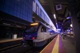 W najbliższy weekend zmiana czasu. Co z kursowaniem pociągów? PKP Intercity wydało oświadczenie [Lista pociągów, rozkład]