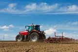 Protest z siewnikami: rolnicy wjechali na cudze pola i... je obsiali