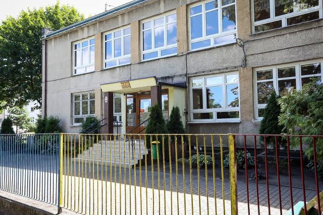 """Publiczne przedszkole """"Smyk"""" w Dąbiu zostało zamknięte z powodu koronawirusa."""