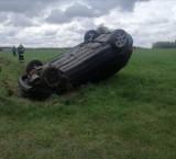 Wypadek w gminie Stromiec koło Białobrzegów. Samochód dachował, kierowca miał w organizmie trzy promile alkoholu!