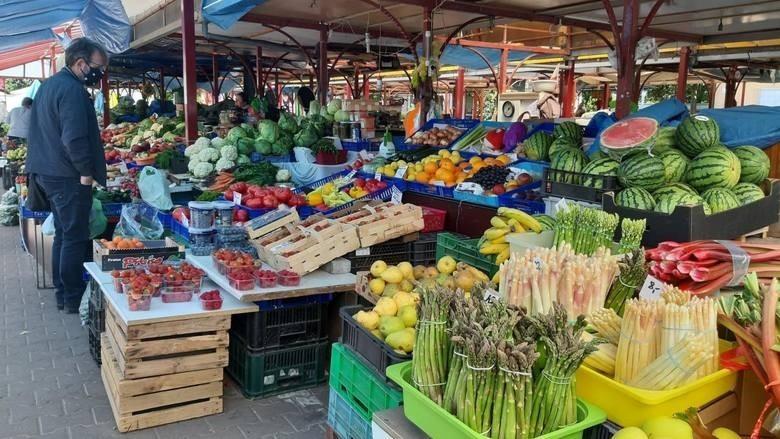 Wrocławskie targowiska pełne są świeżych, zdrowych owoców i...