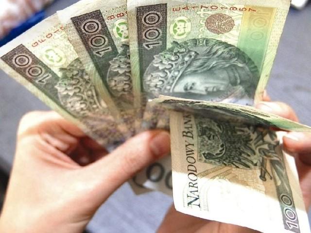 Podkarpackie: Ściągają długi za abonament RTVKomornicy za zaległy abonament rtv mają do ściągnięcia z odsetkami ok. 1,5 tysiąca złotych od jednej osoby.