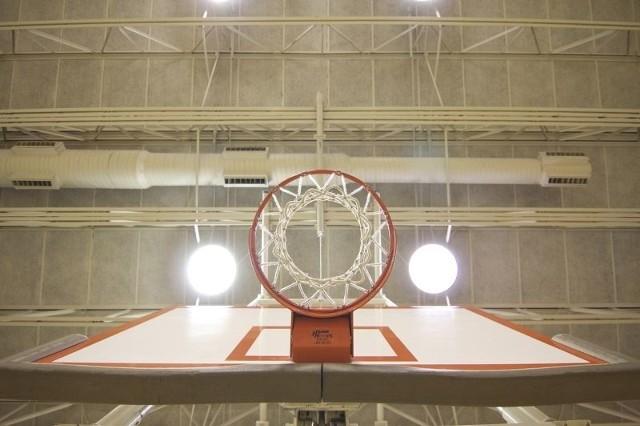 Znajdzie się w nim hala sportowa o  wymiarach 14 na 25 metrów,  z dwoma  mniejszymi  boiskami do gry w piłkę ręczną oraz koszykówkę.