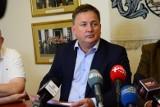 """Dariusz Wójcik gwiazdą telewizji, komentatorzy kpią z jego wypowiedzi: """"Niemcy powinno się bombardować co 50 lat, bez podania przyczyny"""""""