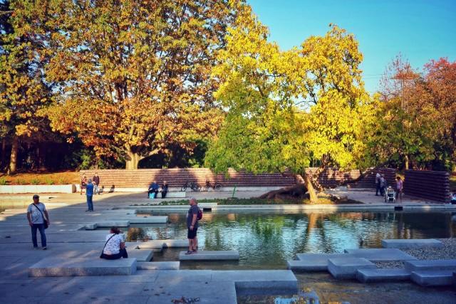 Ogród Japoński jesienią w Parku Śląskim to pięknie odnowieone miejsce na spacery.