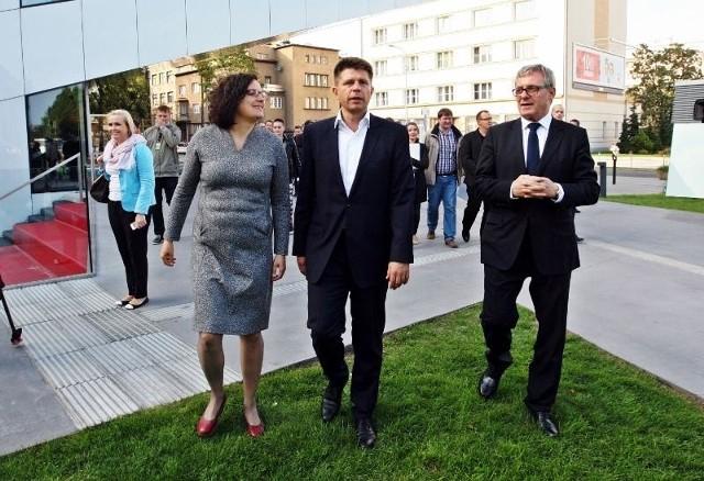 Konferencja Nowoczesnej odbyła się przed Centrum Filmowym w Gdyni.