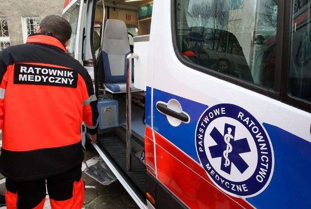 Zespół ratownictwa medycznego odwiózł podtrute dzieci do szpitala w Redłowie.