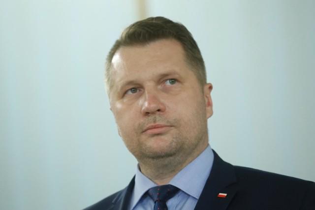 Nominacja Przemysława Czarnka na ministra edukacji i nauki wciąż wzbudza skrajne emocje