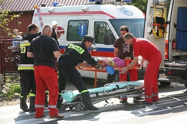 Na przyjazd drugiej karetki do wypadku w Jeżowem poszkodowane osoby musiały czekać kilkanaście minut.