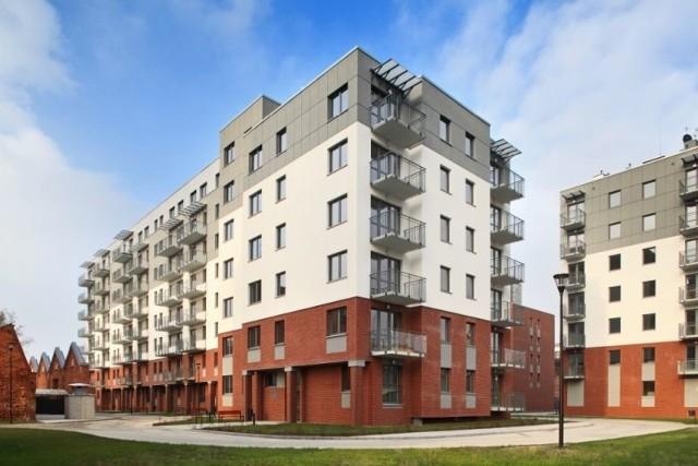 """W 2016 r. na łódzkim Polesiu powstało ok. 750 mieszkań, rok temu 1100, a obecnie powstaje 850. Jedną z najpoważniejszych inwestycji  jest """"Osiedle Łąkowa"""", powstałe na terenie dawnego kompleksu fabrycznego Juliusza Kindermana."""