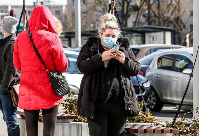 Polska wprowadza obowiązek zakrywania ust i nosa w przestrzeni publicznej
