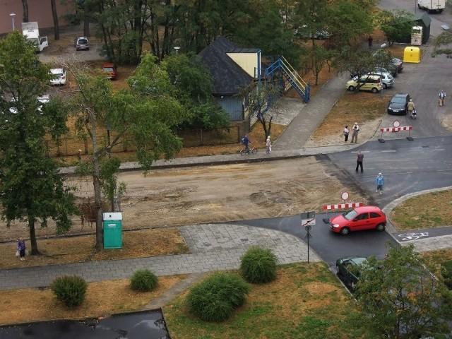 Remont ul. Rydzowej bez robotników. Zerwali asfalt i zniknęli