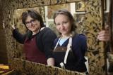 Kraków. Dwie siostry prowadzą w pracownię zapomnianych kurdybanów, czyli eleganckich zdobień z tłoczonej skóry [ZDJĘCIA]
