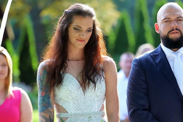 Ślub Malwiny Smarzek, gwiazdy siatkarskiej reprezentacji PolskiWAŻNE - DO KOLEJNYCH ZDJĘĆ MOŻESZ PRZEJŚĆ ZA POMOCĄ GESTÓW LUB STRZAŁEK