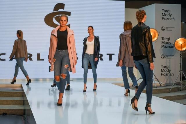 We wtorek w Poznaniu rozpoczęły się Targi Mody. Przez dwa dni na Międzynarodowych Targach Poznańskich będzie można spotkać projektantów odzieży, obuwia, galanterii i akcesoriów i zobaczyć, co będzie modne na wiosnę i lato. Zobacz zdjęcia ------------>