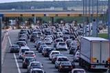 Ponad 80 proc. kierowców deklaruje, że przynajmniej raz w tygodniu zdarza im się obserwować agresywne zachowania na drogach