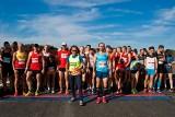 """Wyścigowa """"dycha"""" na Torze Poznań. W październiku biegacze będą mieli jedną z nielicznych okazji, by ukończyć w tym roku bieg na 10 km"""