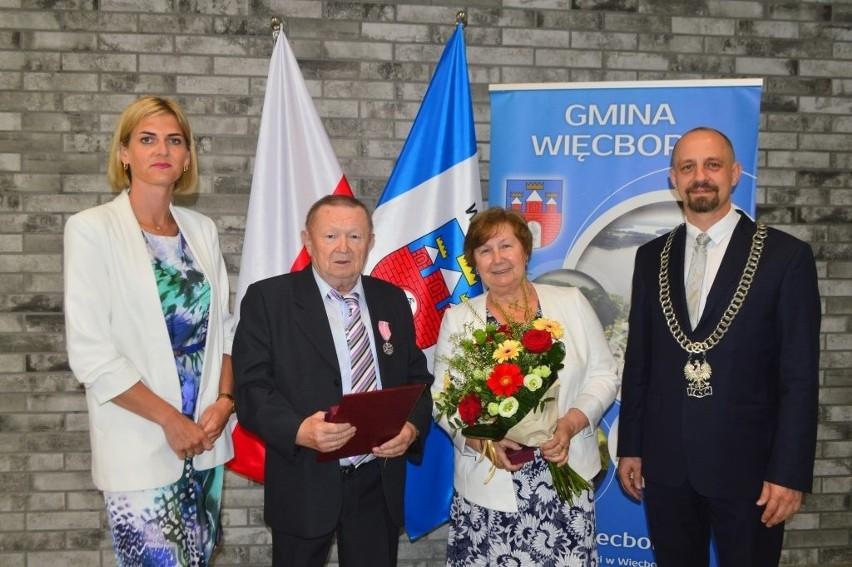 Państwo Teresa i Albin Grochowscy...