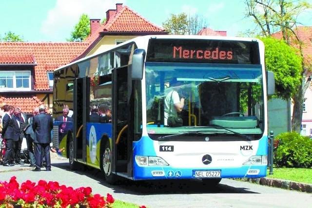 Mercedes Citaro to niskopodłogowy autobus dostosowany do przewozu osób niepełnosprawnych.
