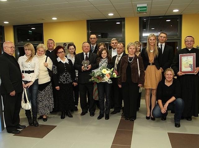 Na galę przybyła liczna reprezentacja Sanktuarium Matki Bożej Bolesnej w Sulisławicach, które zdobyło pierwsze miejsce w plebiscycie. Pierwszy z prawej - ksiądz proboszcz Mariusz Mazur.
