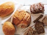 Chleb pod lupą. Żytni, pszenny, razowy - który jest najlepszy? Na diecie nie rezygnuj z pieczywa - jedz zdrowe kanapki