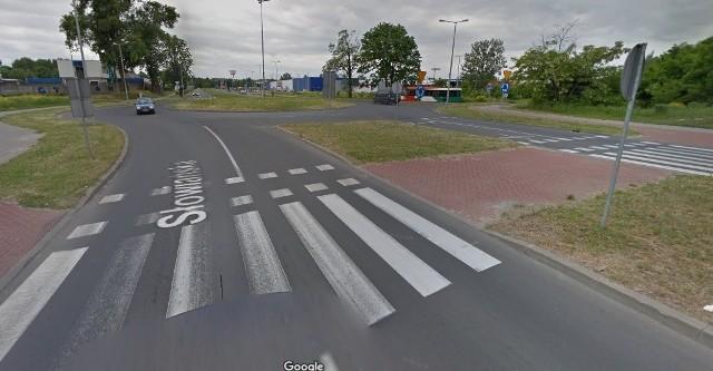 Nowy asfalt będzie układany na ul. Słowiańskiej najwcześniej 10 listopada.