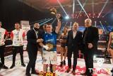 """Damian """"Wrzos"""" Wrzesiński z kolejnym zwycięstwem w zawodowym boksie i koszulką Lecha Poznań. Walka z Meksykaninem nie była porywająca."""