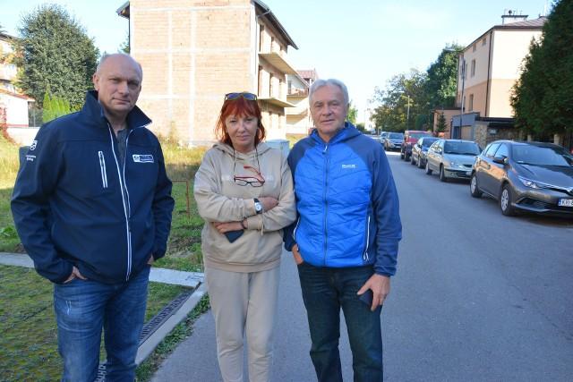 Jerzy Włodarczyk oraz Andrzej i Wanda Puchalowie to przedsiębiorcy prowadzący biznesy w przy ulicach Słonecznej i Bajkowej w Busku-Zdroju. Twierdzą, że nowa organizacja ruchu bardzo im zaszkodzi.