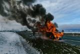 Pożar busa na drodze ekspresowej S6 koło Koszalina. Strażacy w akcji [ZDJĘCIA]