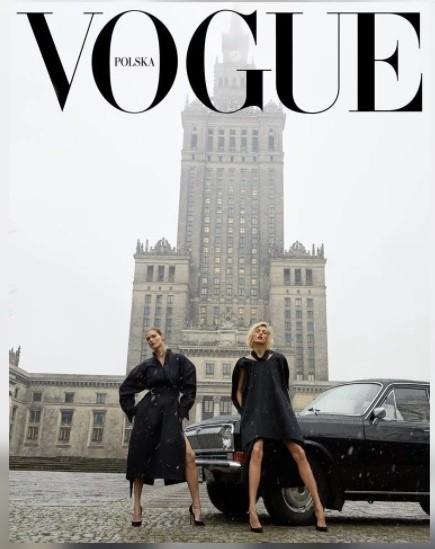 """Pierwszy """"Vogue Polska"""" ukazał się 14 lutego. Kosztuje 16,90 zł, redaktorem naczelnym czasopisma jest Filip Niedenthal.Na okładce """"Vogue'a"""" widzimy supermodelki Anję Rubik i Małgorzatę Bela na tle Pałacu Kultury i Nauki w Warszawie. Obok stoi czarna wołga, której nazwa nawiązuje do tytułu gazety.Zdjęcie - zrobione przez cenionego niemieckiego fotografa Juergena Tellera - spotkało się z dużą krytyką. Czy zasłużoną, to już niech ocenią specjaliści. Dodajmy jednak, że pomysł nie wziął się znikąd. Fotografia jest wariacją polskiego zdjęcia z lat 60., na którym pozuje modelka, również na tle Pałacu Kultury i Nauki, a obok niej znajduje się czarna wołga.Tak czy inaczej internauci nie przepuścili okazji i zrobili wiele zabawnych przeróbek okładki """"Vogue'a"""", która wywołuje tyle emocji. Na kolejnych zdjęciach zobaczycie ich pomysły - jest też wersja ostrołęcka."""