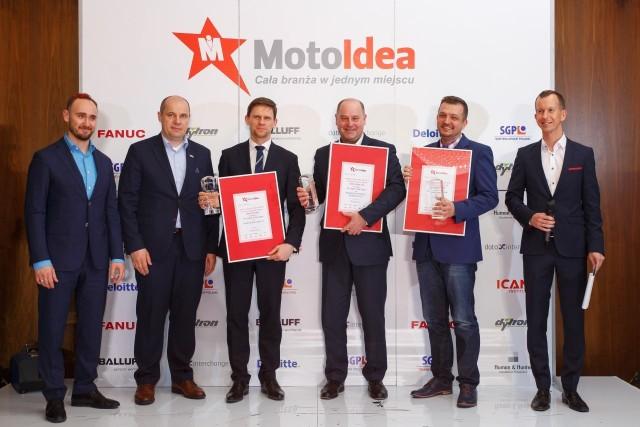 Pilkington, właściciel fabryki w Sandomierzu, nagrodzony Srebrną Moto Ideą Nagrodzeni: czwarty od lewej Ryszard Jania, prezes Pilkingtona.