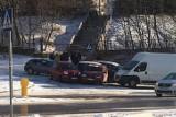 Gdynia: Karambol ośmiu aut. 05.03.2021. Policja wystawia mandaty i kieruje wnioski do sądu. Uważajcie, na drogach znowu jest ślisko!