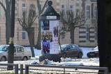 Radna chce więcej betonowych słupów ogłoszeniowych w Inowrocławiu
