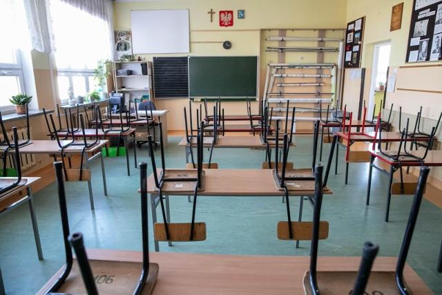 Kończy się rok szkolny 2020/2021. Na jego zakończenie nauczyciele często otrzymują upominki.