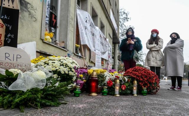Biuro PiS przy Targu Drzewnym w Gdańsku przed którym odbywają się protesty kobiet przeciwko zaostrzeniu prawa aborcyjnego
