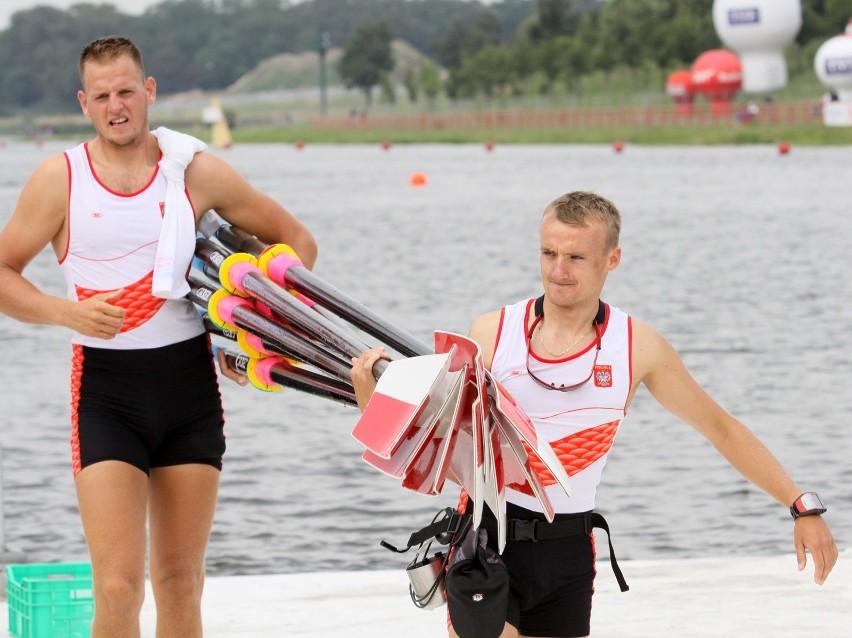 Daniel Trojanowski (z prawej) będzie sternikiem olimpijskiej...