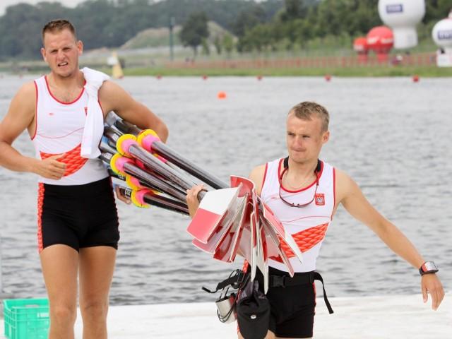 Daniel Trojanowski (z prawej) będzie sternikiem olimpijskiej ósemki w maratonie Toruń - Bydgoszcz