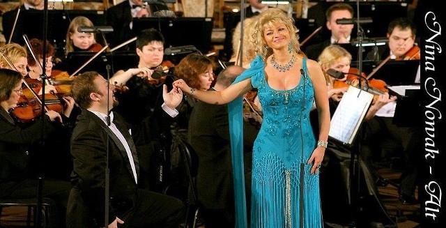 W koncercie  wystąpi Nina Nowak, czołowa polska śpiewaczka klasyczna. Oficjalna strona internetowa artystki: www.ninanowak.eu