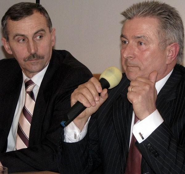 Przewodniczący Jan Borek (z prawej) po raz kolejny zlekceważył opinię miejskiego radcy prawnego. – Ja mam zgoła odmienne opinie i myślę, że pani mecenas będzie musiała przyznać mi rację - argumentował