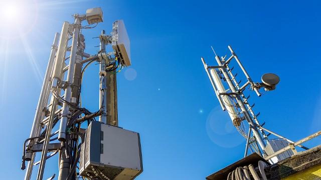 Anteny 5G niekoniecznie będą widoczne dla wszystkich. Te rozstawiane co 100 metrów w miastach zmieszczą się np. na ulicznej latarni