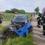 Groźny wypadek w Gorzycach. Kierująca osobowym peugeotem uderzyła w przepust drogowy. Ranna kobieta trafiła do szpitala [ZDJĘCIA]